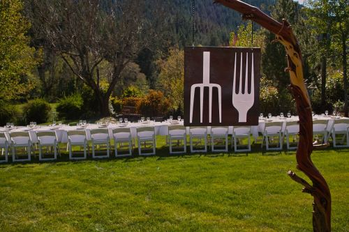 Farm to Fork, Farm Dinners and Farm to Table Restaurant in Rogue Valley Southern Oregon Celebrating Local Food Local Wine Local Farms